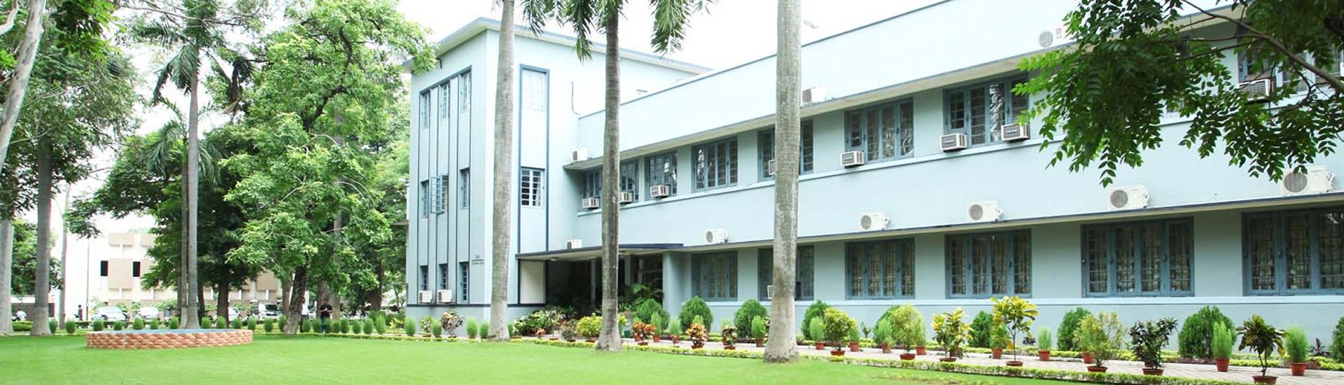 校園大樓外觀照片